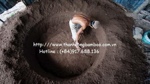 Lận thúng trong hầm đất, người dân đào một lỗ dưới đất thành hình thúng rồi lận theo khuôn đất, tùy chỉnh kích thước lớn, nhỏ